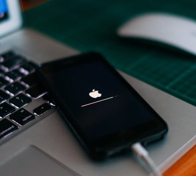 iPhone update loading screen