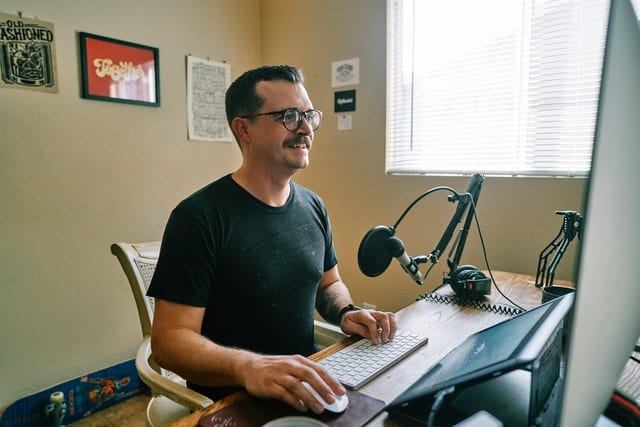 Indie podcaster